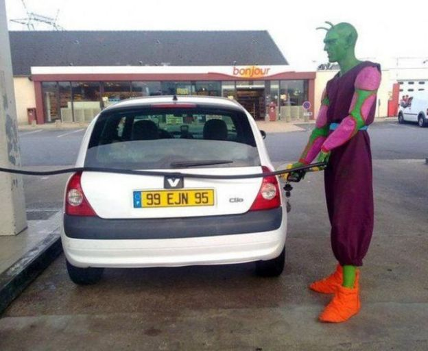 36-WTF-photos-made-at-gas-stations-015